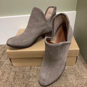 Like new! Suede Lucky Brand Boots. Size 8
